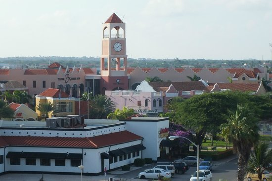 Holiday Inn Resort Aruba - Beach Resort & Casino: Vista de um Shopping