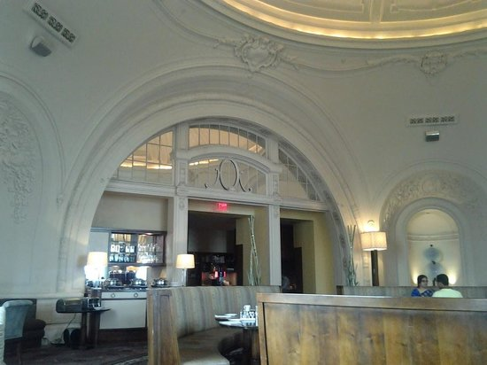 Hyatt at The Bellevue: Beautiful Architecture