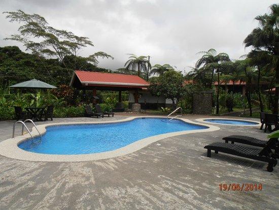 Volcano Lodge & Springs: piscina y jacuzzi