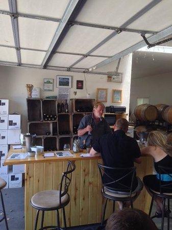 Hermosa Vineyards : Tasting Room and Ken