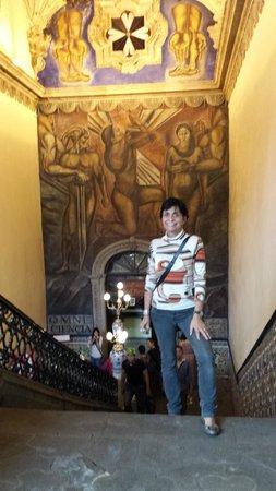 House of Tiles (Casa de los Azulejos): Mural de Orozco nas escadarias!