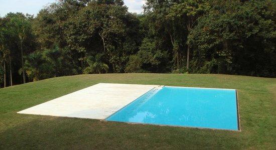 Obra de jorge macchi piscina picture of inhotim for Impermeabilizar piscina de obra