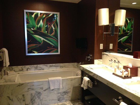 Red Rock Casino Resort & Spa: part of bathroom view