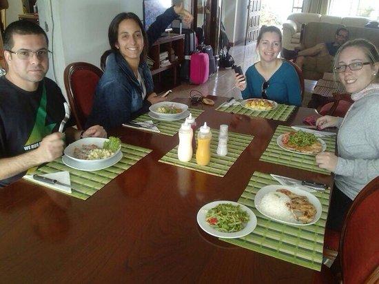 Nazca House: Almorzando!! Muy rico todo!!!