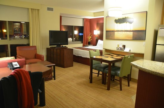 Residence Inn Norfolk Downtown: Spacious King Bedroom