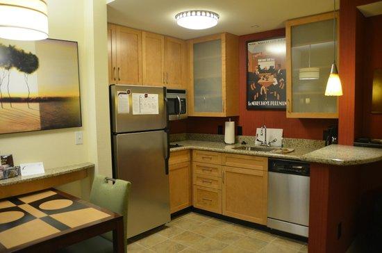 ريزيدنس إن نورفولك داون تاون: Beautiful kitchen with everything needed to feel at home