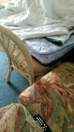 Edgewater Beach and Golf Resort: Had to put a chair to hold the mattress