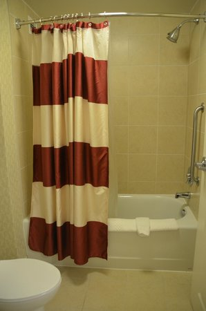 Residence Inn Norfolk Downtown : Great shower with plenty of hot water and ample water pressure