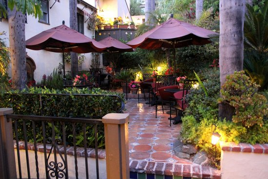Casa Laguna Hotel & Spa : Courtyeard where we ate breakfast