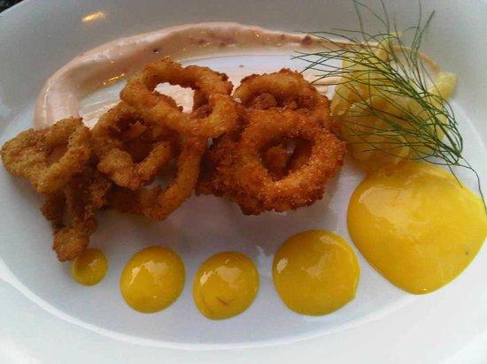 Wellington Court Restaurant + Catering : Fantastic Calamari!