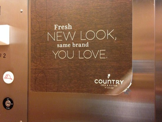 Country Inn & Suites by Radisson, Hagerstown, MD: Peeling signs in elevator