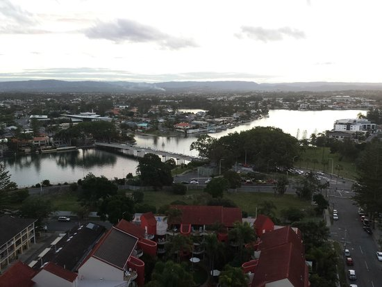 Artique Surfers Paradise : View of the river from our balcony