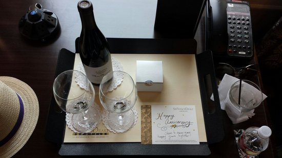 Kimpton Sir Francis Drake Hotel : We were greeted with a bottle of wine and a special note. Thank you.