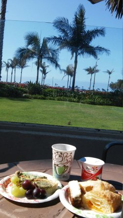 Cabrillo Inn at the Beach: Awesome Continental Breakfast and view