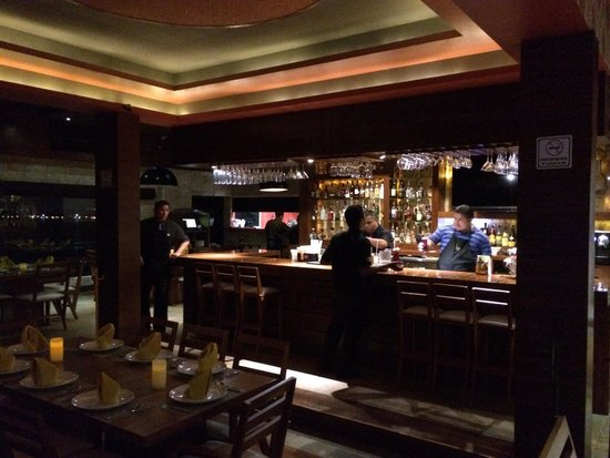 Lima 12 05 Peruvian Cuisine & Steak House: Well stocked bar