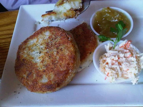The Fo'c'sle: Crab cakes
