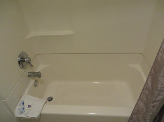 Motel 6 Anaheim Maingate: Bathtub