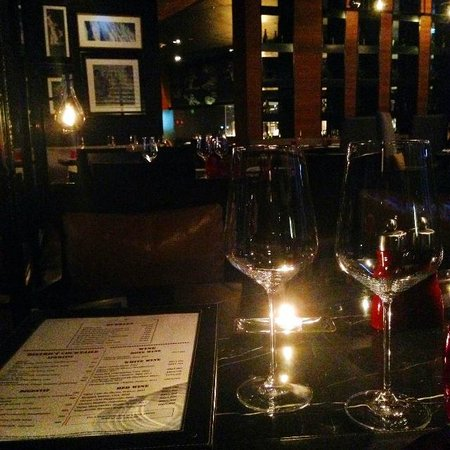 The District Grill Room and Bar: Love the atmosphere here