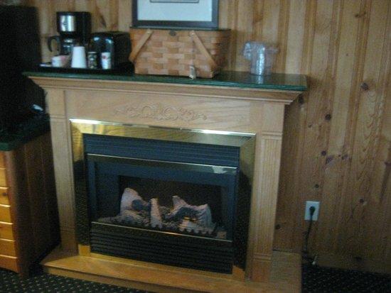 Deer Harbor Inn: lodge room fireplace