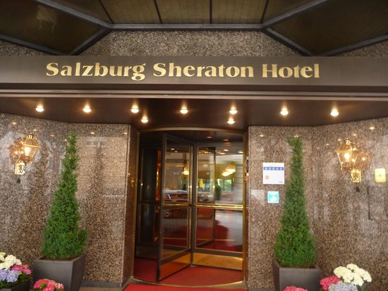 Sheraton Grand Salzburg: entrance.