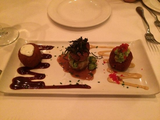 Lahaina Grill: Cake walk appetizer