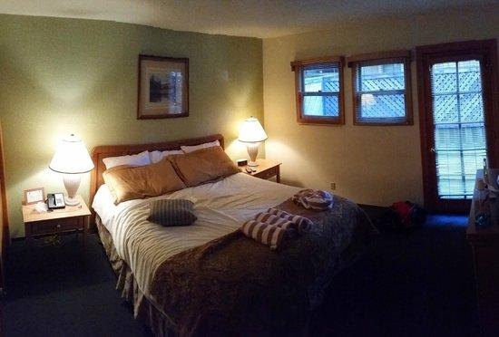 Mountain Retreat Resort: Masters bedroom