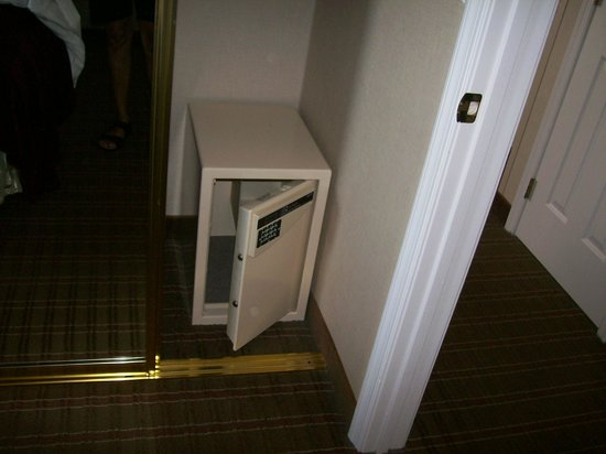 Homewood Suites by Hilton Wilmington - Brandywine Valley : Personal Closet Safe in Suite