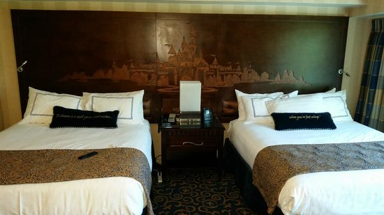 Disneyland Hotel: This is the best headboard ever!!!