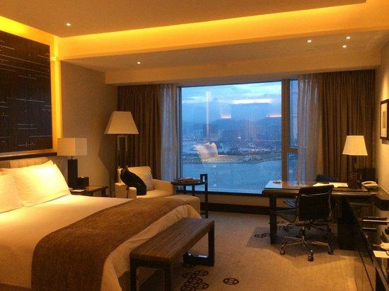 Four Seasons Hotel Hong Kong: wonderful large room