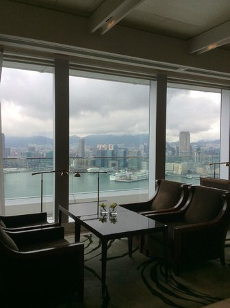 Four Seasons Hotel Hong Kong: view from the executive lounge