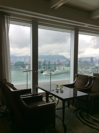 Four Seasons Hotel Hong Kong: the executive lounge on the 45 floor
