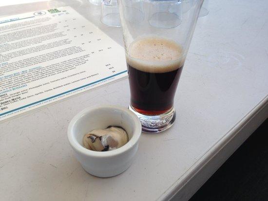 Isla Waiheke, Nueva Zelanda: Oyster and beer WHAT!?