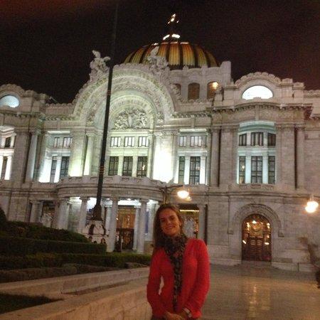 Palacio de Bellas Artes: Lindo Palacio a noite iluminado!