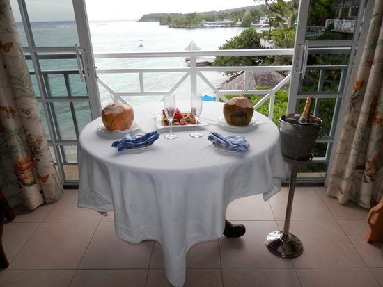 Sandals Royal Plantation : Afternoon appetizers and champagne