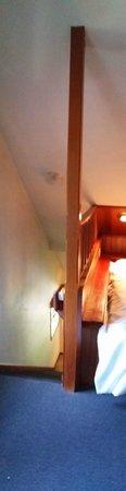 Mountain Retreat Resort: Third level bedroom that opens to below.