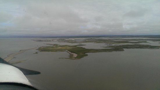 Tundra North Tours: Mackenzie Delta from air