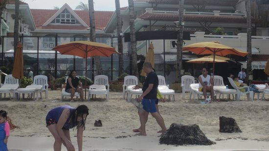 Boracay Mandarin Island Hotel : This is a picture I took in front of the hotel while I was in the water