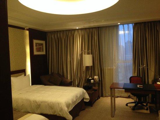 Central Hotel Shanghai: spacious room