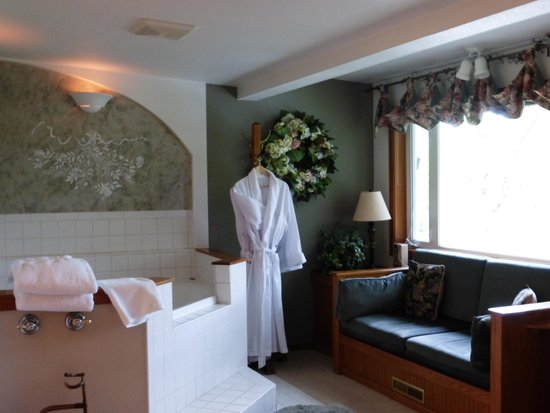 All Seasons River Inn : Jacuzzi Room