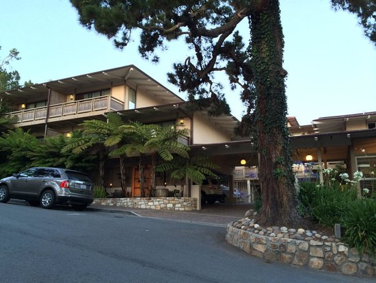 Tradewinds Carmel: Street view