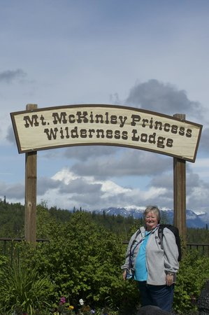 Mt. McKinley Princess Wilderness Lodge: view from side of lodge