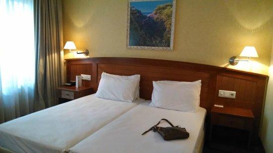 7 Islas Hotel: Cama grande