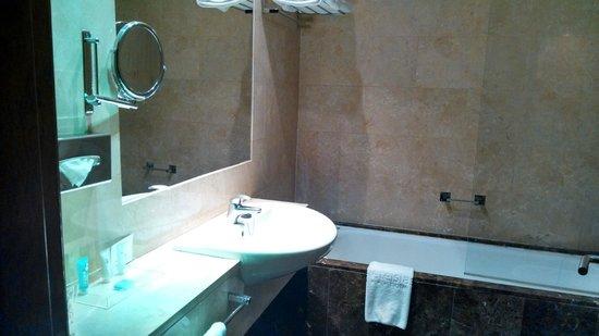 7 Islas Hotel: Pia com secador de cabelos
