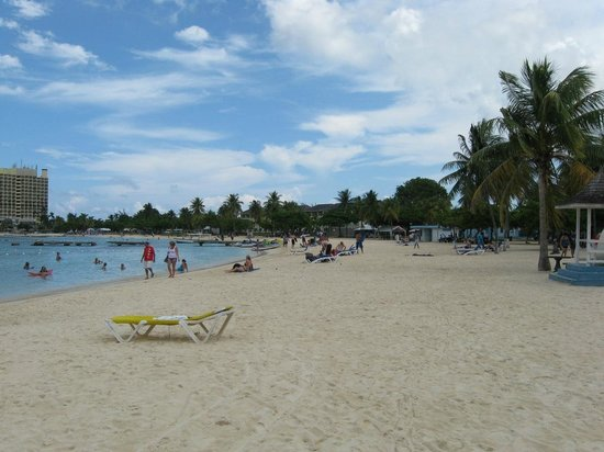 Ocho Rios Bay Beach: Beach