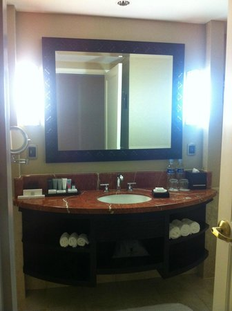 JW Marriott Hotel Lima: Spacious Bathroom