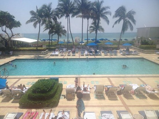 Miami Beach Resort and Spa: Pool