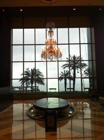 JW Marriott Hotel Lima: Chandelier in the Lobby