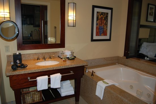 The Westin Kaanapali Ocean Resort Villas: love the tub!