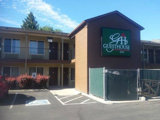 GuestHouse Inn Yakima : The place you get your keys and whatever