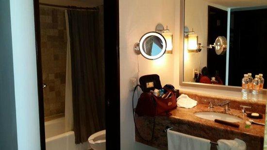 Krystal Grand Punta Cancun: banheiro